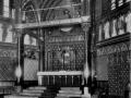 Emauzy-presbytar-a-hlavni-oltar